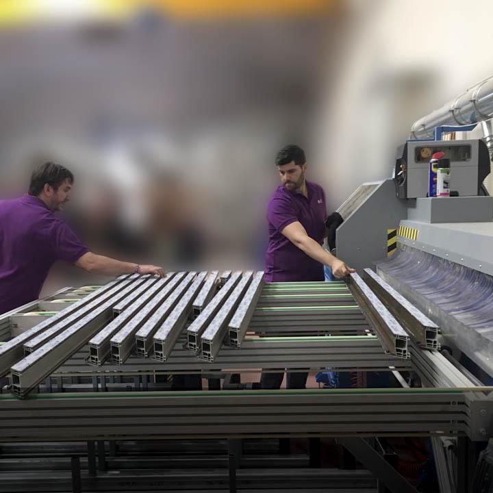 Sobre nosotros: Cálida PVC. Fabricantes de ventanas y puertas de PVC